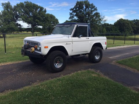 Old school classic 1977 Ford Bronco 4×4 offroad for sale