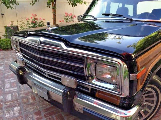 Beautiful Condition 1989 Jeep Grand Wagoneer offroad