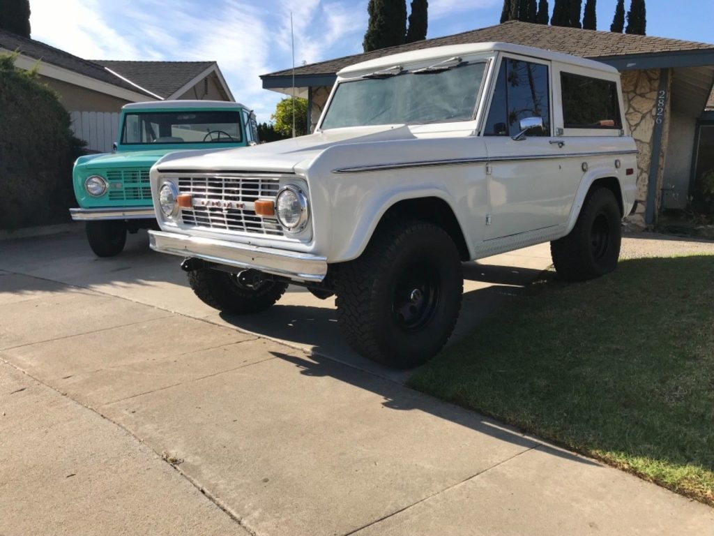 fresh paint 1974 Ford Bronco Sport
