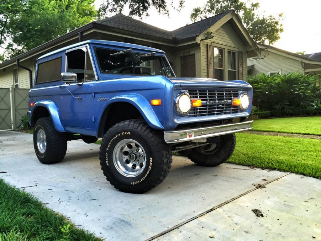 modified 1976 Ford Bronco Custom offroad