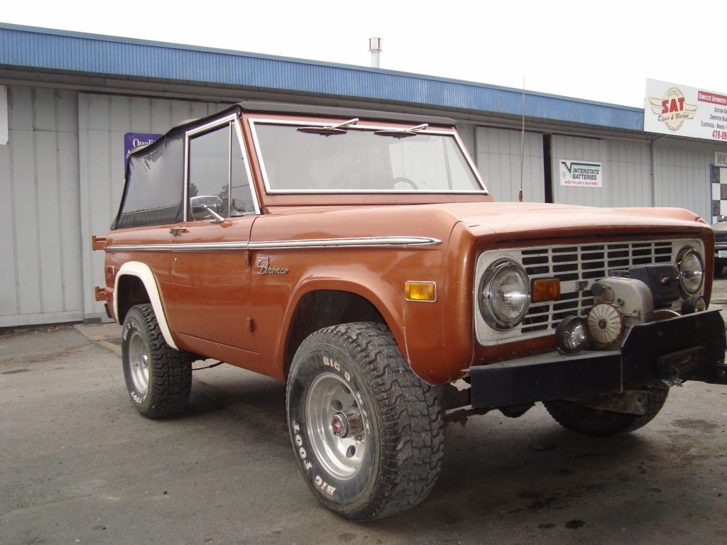 no rust 1972 Ford Bronco sport offroad