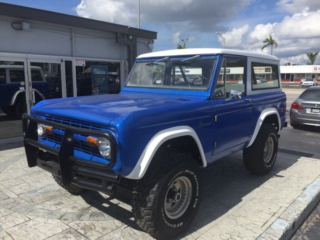very nice 1974 Ford Bronco offroad