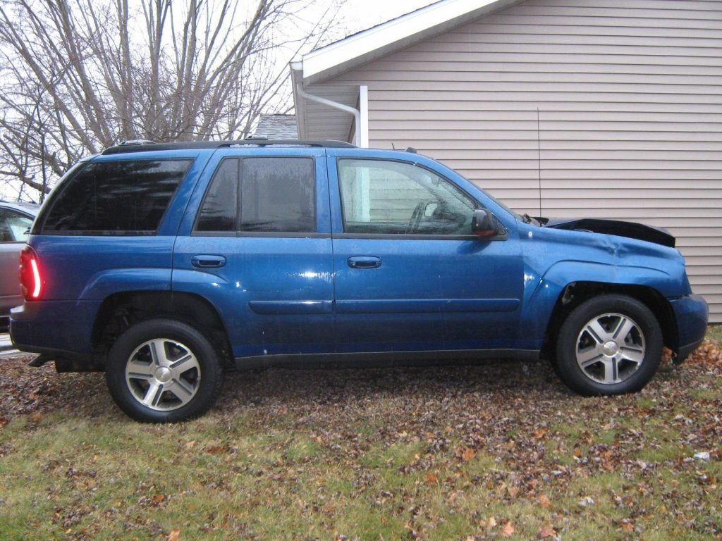 damaged 2005 Chevrolet Trail Blazer LT 4×4 offroad