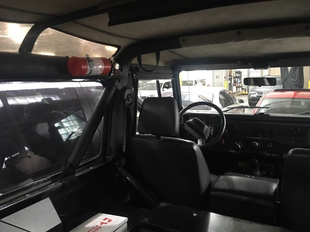 great driving 1994 Land Rover Defender offroad