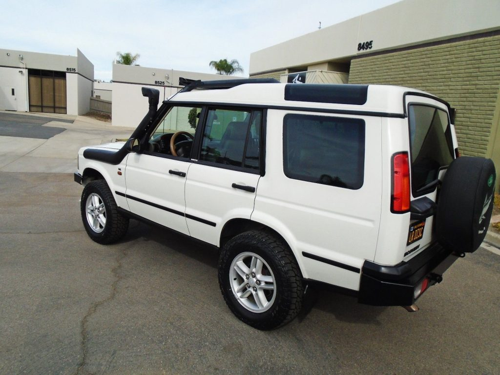 brand new tired 2004 Land Rover Discovery SE offroad