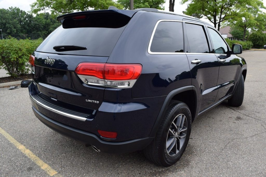 heavily optioned 2017 Jeep Grand Cherokee offroad