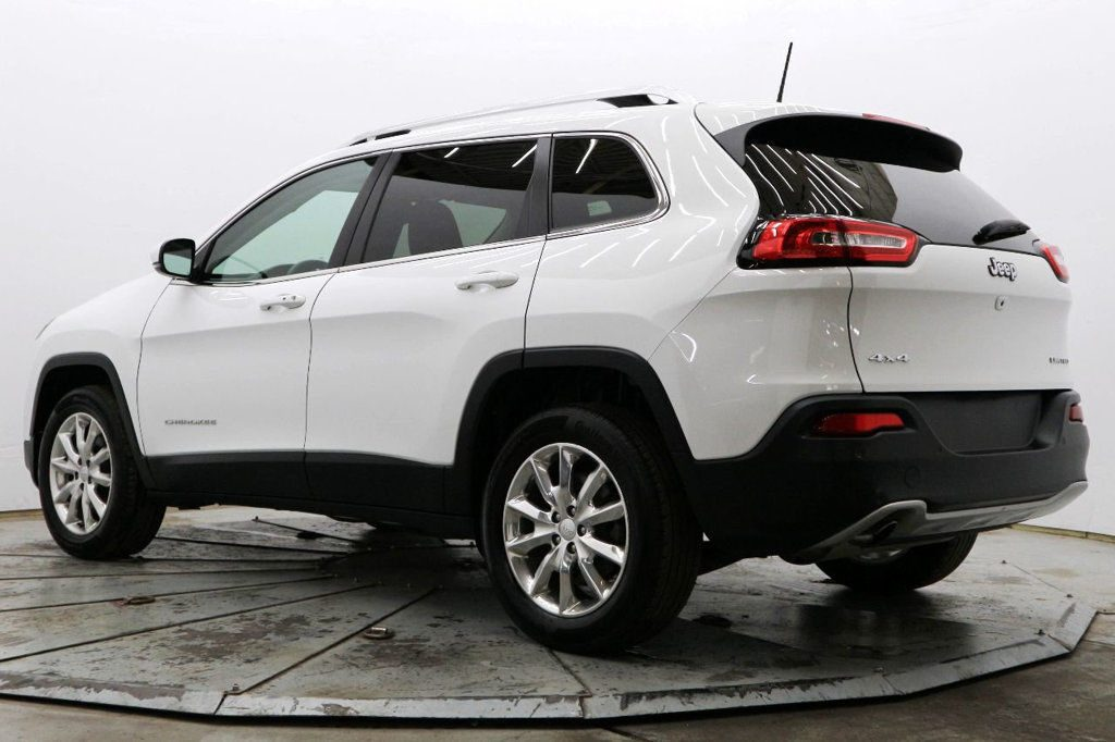 well equipped 2017 Jeep Cherokee Limited offroad