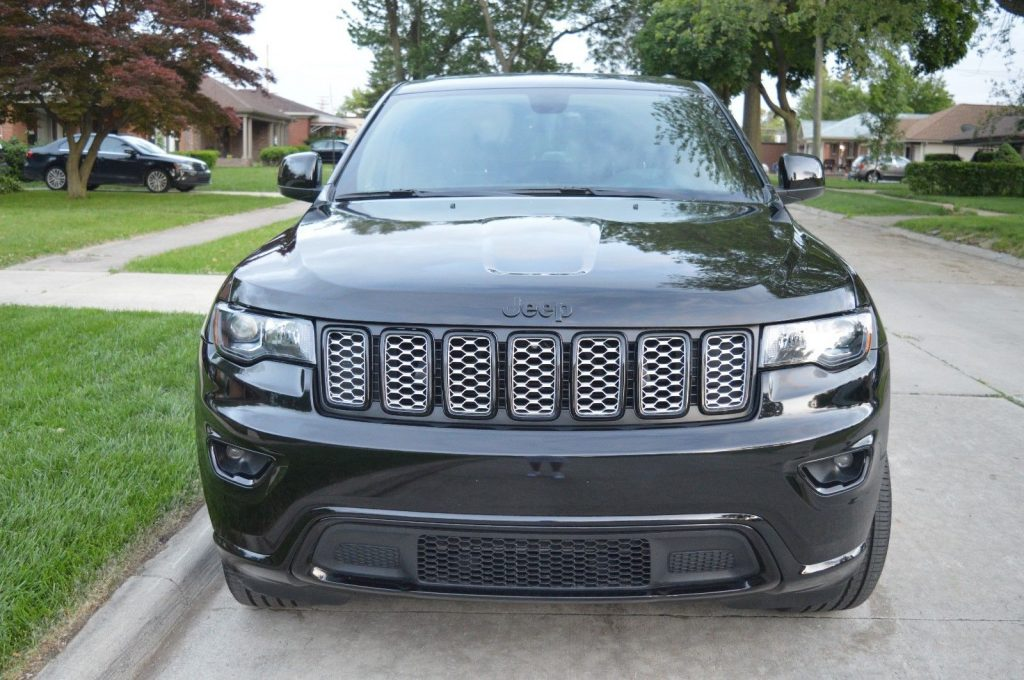 well equipped 2017 Jeep Grand Cherokee Altitude offroad