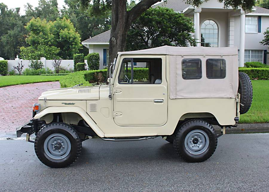 low miles 1976 Toyota Land Cruiser FJ40 offroad