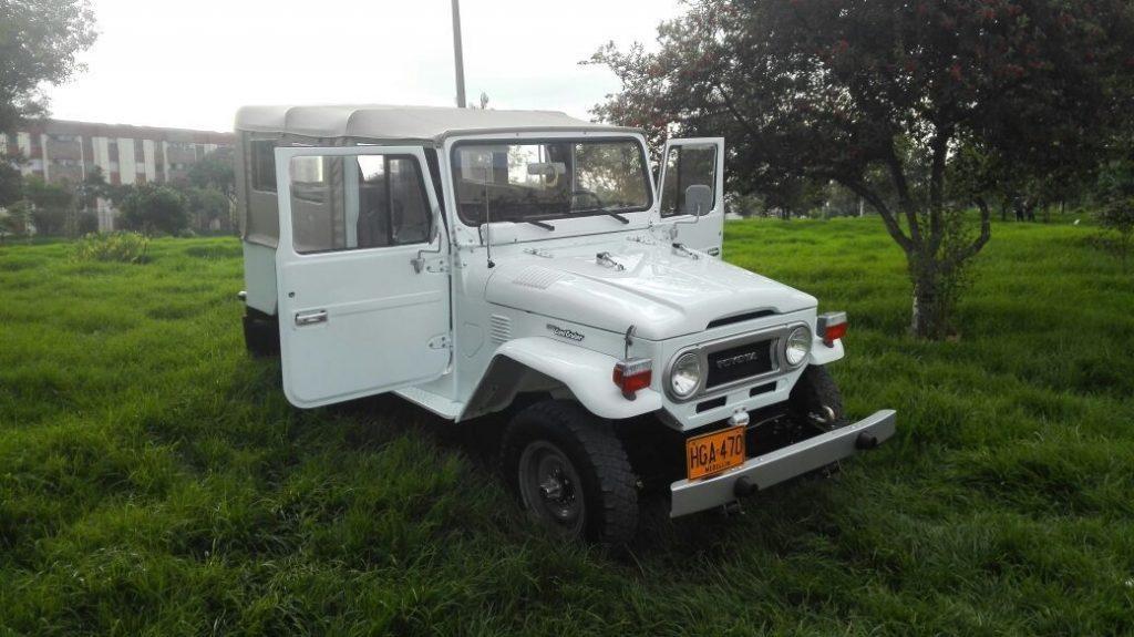original 1977 Toyota Land Cruiser offroad