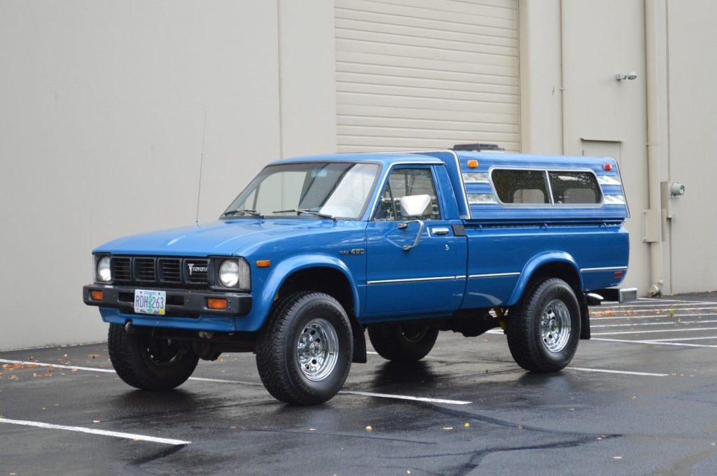 super clean 1980 Toyota Pickup offroad