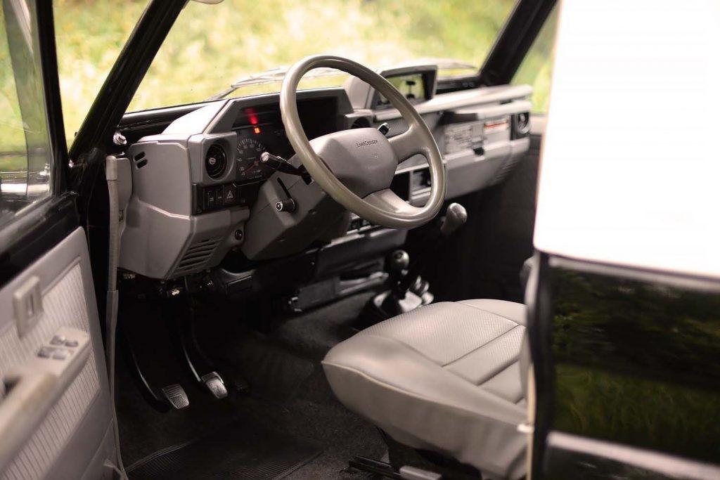 fresh paintjob 1991 Toyota Land Cruiser offroad