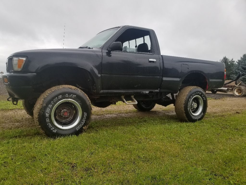 non running 1990 Toyota Pickup offroad