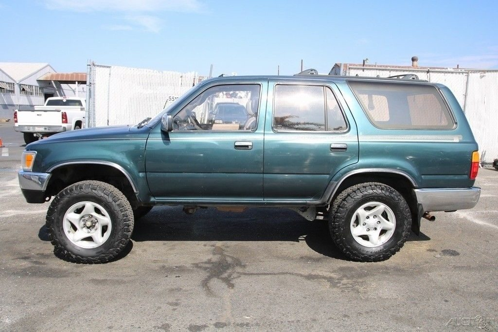 some dents 1995 Toyota 4runner SR5 V6 offroad