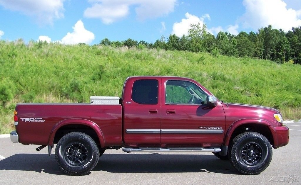well equipped 2004 Toyota Tundra offorad