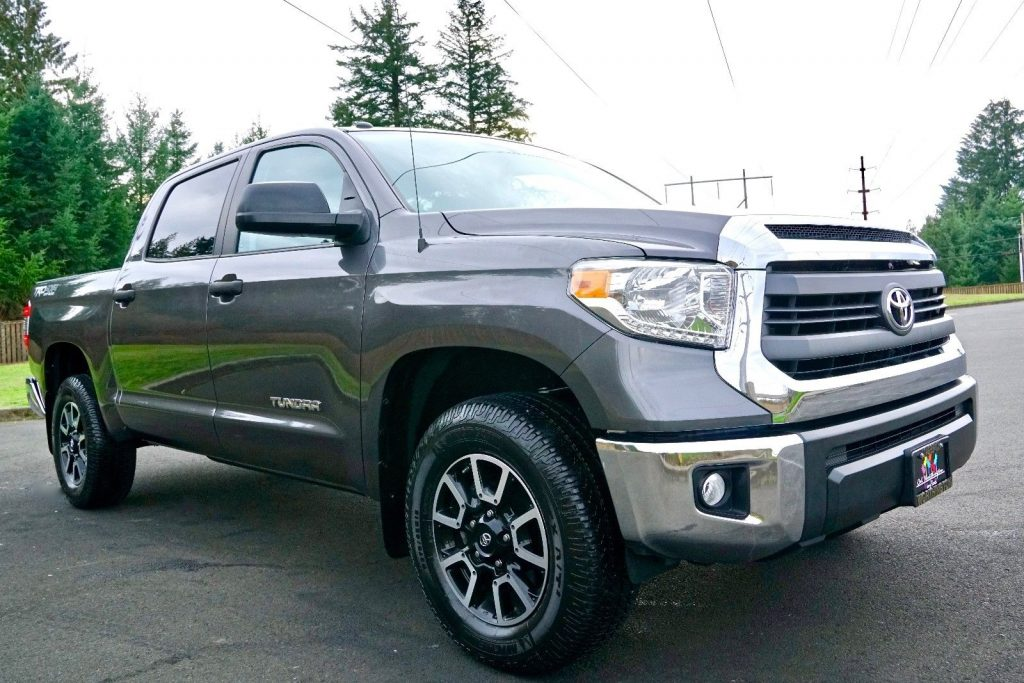 loaded with options 2014 Toyota Tundra SR5 offroad