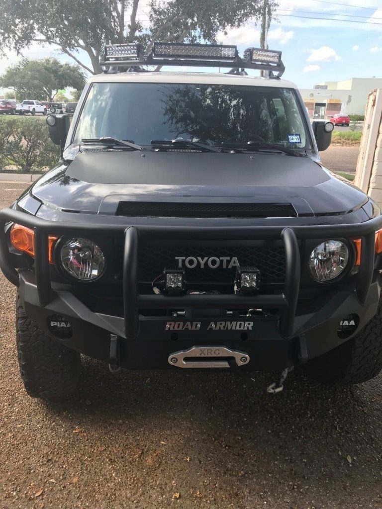 low miles 2014 Toyota FJ Cruiser offroad