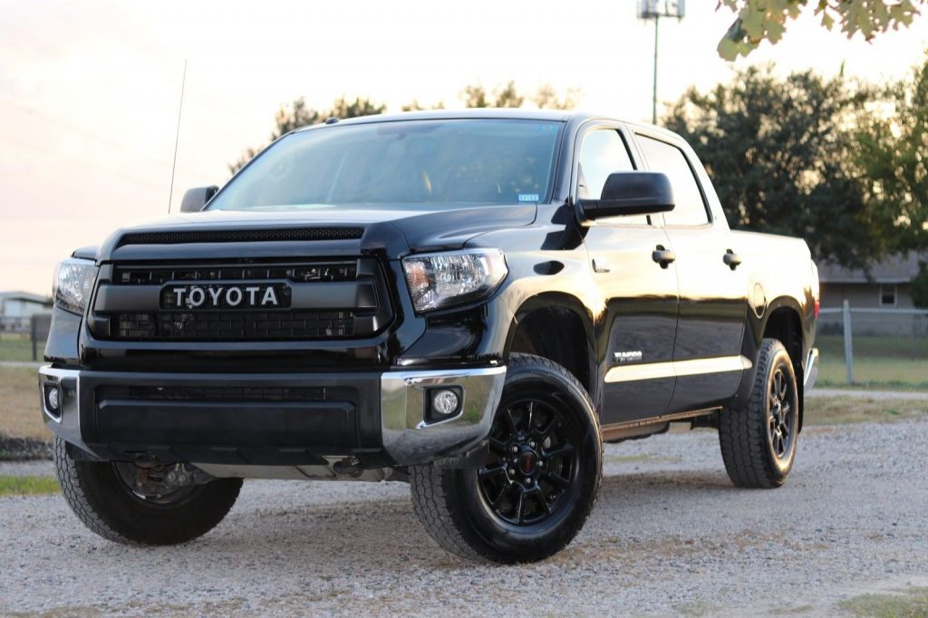low miles 2015 Toyota Tundra SR5 offroad