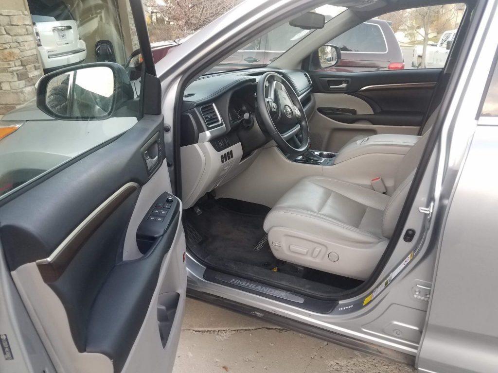 super clean 2014 Toyota Highlander LIMITED offroad