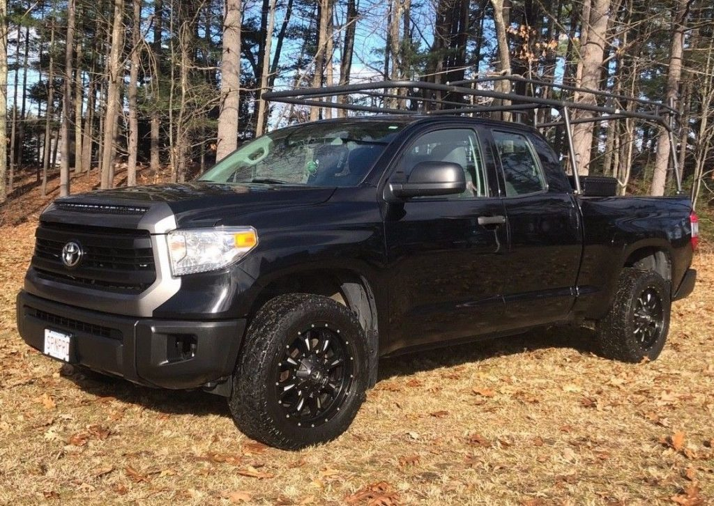 well maintained 2014 Toyota Tundra offroad