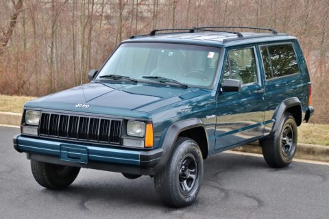 mint 1996 Jeep Cherokee offroad for sale