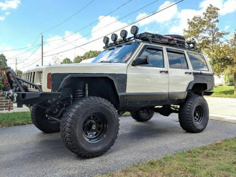 well modified 1999 Jeep Cherokee Sport/Classic offroad for sale