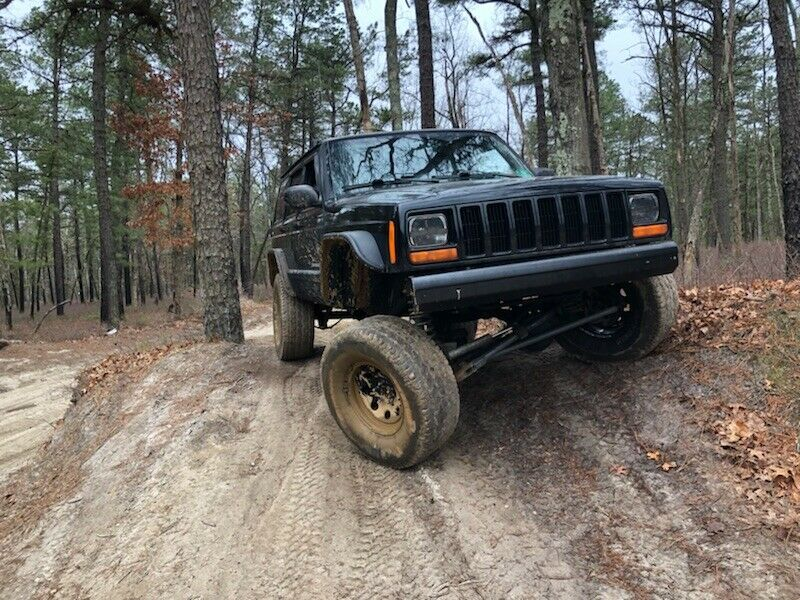 lifted 2000 Jeep Cherokee Sport offroad