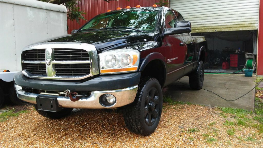 well maintained 2006 Dodge 2500 Power Wagon offroad