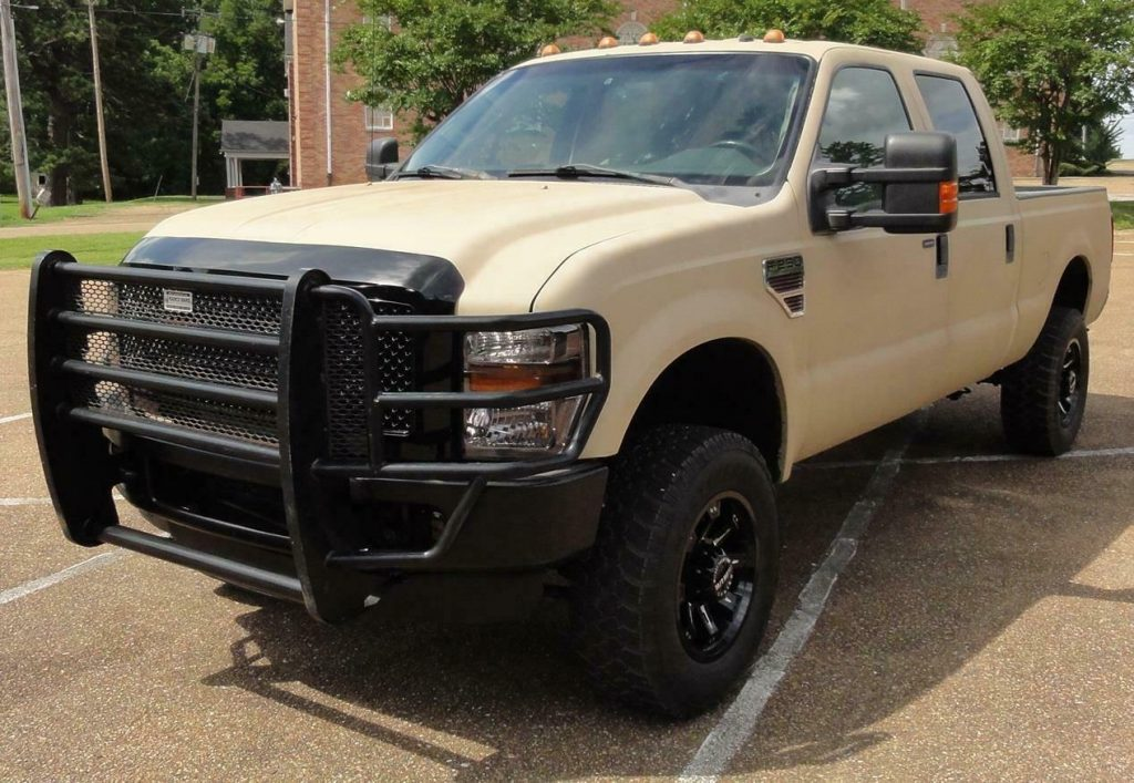 well equipped 2008 Ford F 250 FX4 XLT pickup offroad