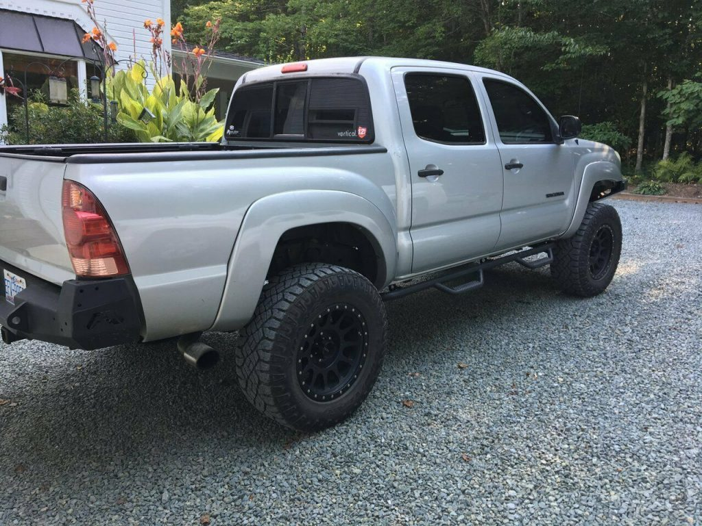 well modified 2007 Toyota Tacoma Double Cab offroad
