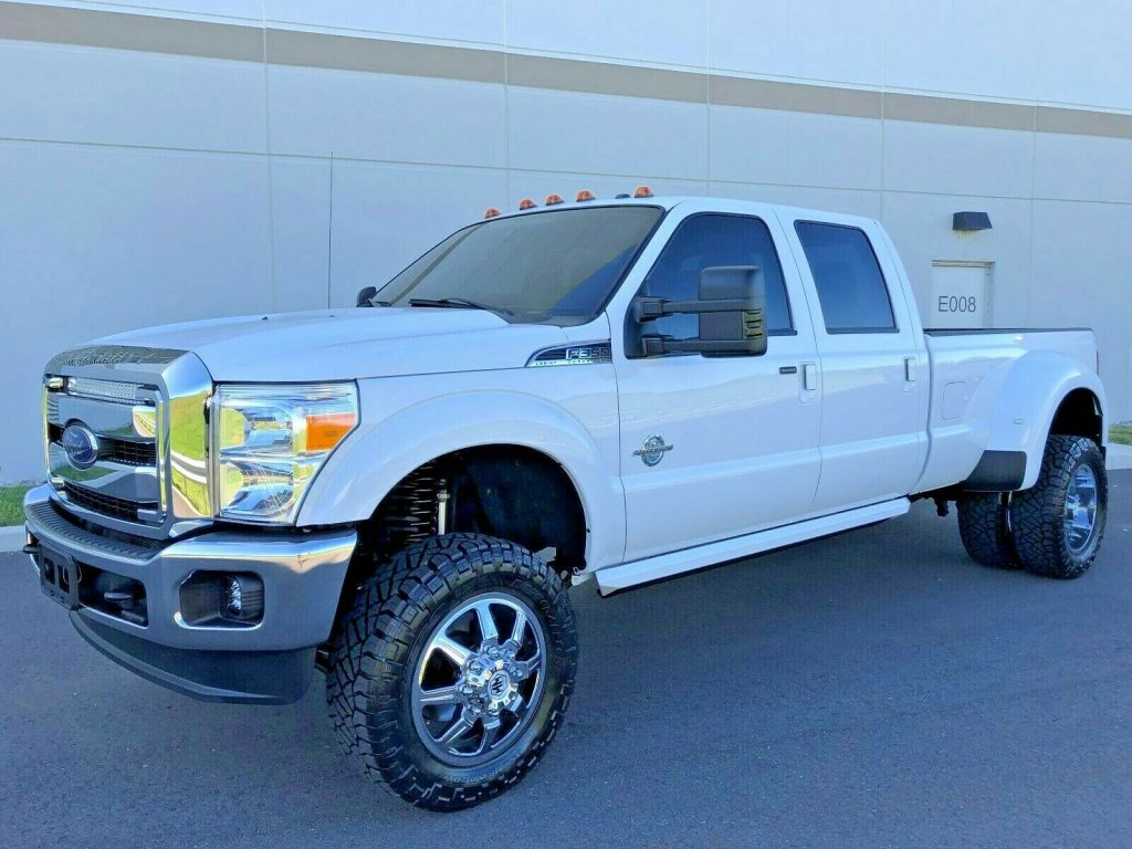 well optioned 2016 Ford F 350 LARIAT offroad