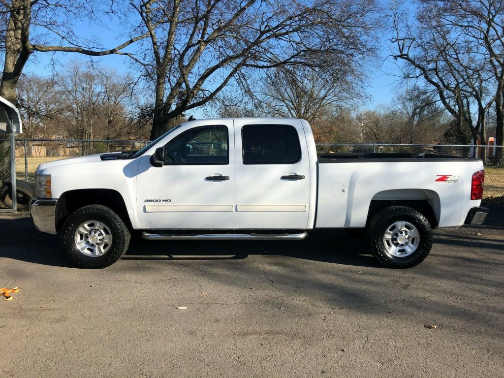 great shape 2010 Chevrolet Silverado 2500 LT offroad
