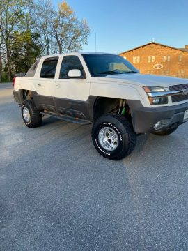great shape 2003 Chevrolet Avalanche K1500 offroad for sale
